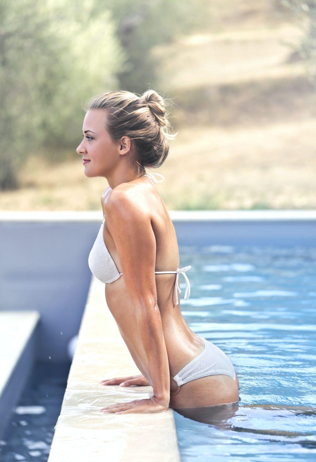 mujer-piscina-1200x1750.jpg